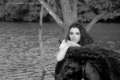 DSC_1456+ (SuzuKaze-photographie) Tags: portrait bw woman france lyon bokeh femme nb shooting dor parc swirly tte suzukazephotographie
