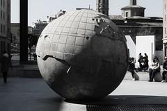 El mundo (Jos Luis Gonzlez del Tnago) Tags: world plaza spain shadows zaragoza sombras mundo
