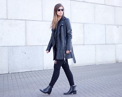 Longline-leather-biker-jacket-ripped-jeans-all-black-outfit-inspiration (www.shoutouttoyou.com) Tags: inspiration fashion outfit warehouse simplicity minimalistic rippedjeans minimalist leatherjacket allsaints allblack zign outfitoftheday streetstyle whattowear blackonblack fashionblogger howtowear destroyeddenim edgyoutfit