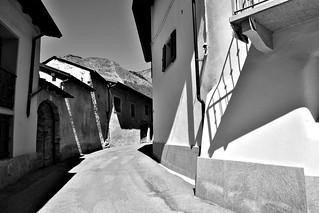 DSC_0534_1930. Un'antica viuzza di un  paese di montagna.