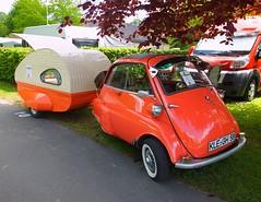 Isetta BMW et caravane (gueguette80 ... Définitivement non voyant) Tags: old red rot cars rouge mai bmw autos picardie isetta caravane somme anciennes 2015 poix