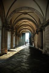 La luz al final del pasillo... del Palacio Ducal, Venecia. (Leandro Fridman) Tags: door light luz architecture arquitectura puerta nikon italia ducal venecia pasillo palacio arcos d60