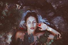 Sommer Vanessa I (Martin Neuhof | martin-neuhof.com) Tags: nautre nature freckles girl woman white blue green red rock