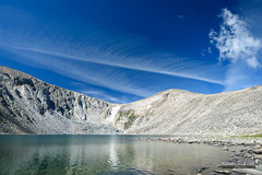 Spreading Contrail (kevin-palmer) Tags: bighornmountains bighornnationalforest cloudpeakwilderness wyoming august summer clear blue sky sunny nikond750 tamron2470mmf28 lakeangeline snowfield glacier water circularpolarizer clouds contrail