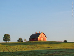 Red barn in Morning, 1 Sept 2016 (photography.by.ROEVER) Tags: southernleavenworthcounty kansas usa barn redbarn field agriculture 2016 september september2016