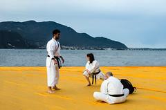 Esibizionismo (Stefano Ferrari) Tags: man bridge passerella christo karate group sports