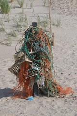 DSC_0026 (hwl.weber) Tags: strand see wasser outdoor nordsee strandgut mll netze