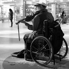 Max The Manic Busker (pataki00) Tags: london busker canarywharf