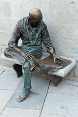 AFS-150077 (Alex Segre) Tags: madrid city travel people sculpture man statue bronze reading newspaper spain europe european sitting capital cities nobody spanish seated lalatina plazadelapaja alexsegre