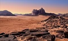 Perdido en la luz - Lost in the light. (bit ramone) Tags: desert wadirum jordan desierto jordania bitramone pentaxk5 ouadirum