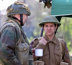 Brighouse 1940s Weekend 2016 - KV8A9347 (grab a pic) Tags: uk england man canon vintage soldier army eos war uniform outdoor military yorkshire wwii 1940s ww2 reenactment westyorkshire worldwar2 oldfashioned livinghistory brighouse 2016 calderdale warweekend 7dmarkii