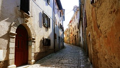 Streets of Motovun, Croatia (ScotchBroom) Tags: motovun croatia istria hilltowns hilltoptowns montona medievaltown hrvatska