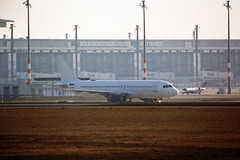 Berlin SXF 6.2.2019 A-320 (rieblinga) Tags: berlin sxf schönefeld flughafen 622019 a320 airbus ankunft analog canon eos 3 sigma 150600mm c agfa ct precisa 100 e6 diafilm