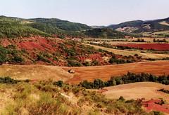 Rougiers de Camarès - Aveyron (Cherryl.B) Tags: paysage collines horizon nature végétation terre rouge tourisme