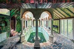08 / 2019 (the-black-swan) Tags: urban urbex abandoned exploration verlassen verfallen vergessen old past place places lost decay hdr forgotten sony architektur gebäude geometrisch decayed derelict marode fineart art architecture villa castle pool swimming roman bath