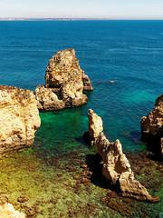P1020321_DxO (orciel95) Tags: lagos algarve portugal océan mer sea eau water falaise rocher stone colors green blue vert bleue