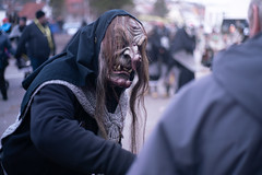 You come with me (Nathalie_Désirée) Tags: witch carnival creepy horror pferdemarkt leonberg 2019 sonyalpha7rii sonyalpha7r2 sonya sonyαmo sonyα sonyamo badenwuerttemberg germany culture february spooky mask spectacle parade fantasy person portrait male man wood wooden scary