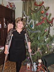 amp-1798 (vsmrn) Tags: amputee woman crutches onelegged nylon pantyhose