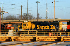 Santa Fe 39-2 & a Table (Jeff Carlson_82) Tags: bnsf gp392 atsf santafe burlingtonnorthernsantafe transfertable yellowbonnet 2953 3138 gp50 topeka topekashops shops train railroad railfan railway
