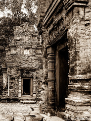 180728-010 Preah Ko (2018 Trip) (clamato39) Tags: preahko angkor cambodge cambodia asia asie temple religieux religion voyage trip sepia sépia patrimoine landmark