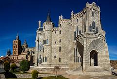 Astorga-Palacio Episcopal y Catedral (dnieper) Tags: palacioepiscopal museodeloscaminos gaudí catedral astorga león spain españa panorámica