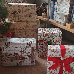 This year's #giftwrap #theme #botanical #redcardinal & #brownpaperpackages #tiedupwithstring#cardinals #bird #wrappingpaper #marjoleinbastin #pinecone #snowflake #ornament #christmas #presents #twine #ribbon #🎀 #🔔 #🎁 #🎄 (Heath & the B.L.T. boys) Tags: instagram christmas giftwrap presents bird botanical ribbon bell pinecone