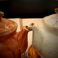 Tea for two (Aellevì) Tags: tè teiere cotto due vicini dorisday musical
