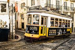 linha 28 (Jan Jungerius) Tags: portugal lisboa lisbon lissabon tram strasenbahn straat street strase oud old alt nikond750 tamronsp2470mm ngc