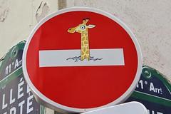 Clet_5377 rue Saint Sabin Paris 11 (meuh1246) Tags: streetart paris clet ruesaintsabin paris11 cletabraham panneau girafe animaux