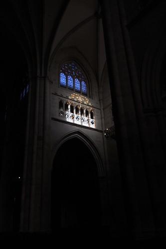 20100603 371 Jakobus Bilbao Kathedrale Säulen Bögen Lichtspiel Fenster