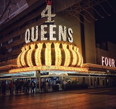 4 Queens (podolux) Tags: 2019 april2019 sony sonya7 a7 sonyilce7 ilce7 4queens casino lasvegas nevada nv lights sign bulbsign roadtrip night nighttime