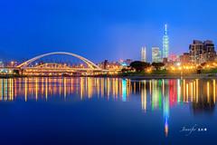 Night view of Keelung river and Taipei 101  building (Jennifer 真泥佛 * Taiwan) Tags: taiwan 台北市河濱公園 基隆河 台北水岸 台北101 橋樑 麥帥橋 taipei101building taipei101 夜景