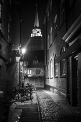 Down the avenues and alleyways (Reckless Times) Tags: oxford mono university oxforduniversity blackwhite black white night shadows creeping around avenues alley alleyways church spire nikond750 flickrfridays monochrome flickrfriday 100x project
