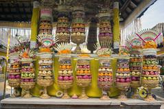 (kuuan) Tags: voigtländerheliarf4515mm manualfocus mf voigtländer 15mm aspherical f4515mm sonynex5n nex5n superwideheliar bali indonesia purapenataransasih pejeng odalan temple festival balinese offerings