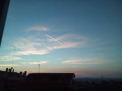TRAMONTO A MONTEROTONDO IN PROVINCIA DI ROMA - REGIONE LAZIO - ITALIA CON TRANSITO AEREO (ERREGI 1958) Tags: aereo flight cielo sky italia italy monterotondo sunset casa weather nubi nuvole scia