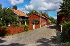 IMG_2766-1 (Andre56154) Tags: schweden sweden sverige haus house holzhaus gebäude building strasse road himmel sky wolke cloud