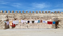 Wash-Wall (Alex L'aventurier,) Tags: essaouira maroc morocco wall mur historic historical historique fort fortification médina medina linge vêtements lavage lessive washing drying corde sky ciel bleu blue