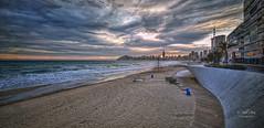 (091/19) Paseo de la playa de Poniente (Pablo Arias) Tags: pabloarias photoshop ps capturendx españa photomatix nubes cielo arquitectura mar agua mediterráneo paseo playa arena atardecer poniente benidorm alicante