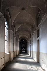 (ilConte) Tags: abbandono abandoned decay ospedalepsichiatrico manicomio psychiatrichospital asylum italia italy corridor architettura architecture architektur