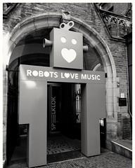 Rock, Robot rock #robot #streetphotography #straatfotografie #utrecht #blackandwhite #blacknwhite #bnw #bws #bw #noir #bnwphoto #bnwphotography #zwartwit #lovephotography #photography #photographer #fotografie #fotograaf #outside #travel (Chantal vander Reijden) Tags: blacknwhite zwartwit bnw streetphotography bnwphoto robot lovephotography fotografie fotograaf blackandwhite bw outside noir bnwphotography photographer straatfotografie utrecht travel photography bws