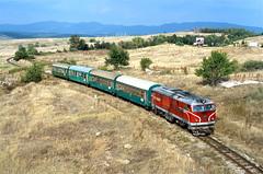 77008 Razlog/Bulgaria (Gridboy56) Tags: railways railroad locomotives locomotive henschel 77008 razlog bulgaria europe diesel narrowgauge therhodenarrowgauge septemvri dobrinishte coaches coach
