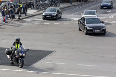 Escolta. Policía Nacional (juanemergencias) Tags: madrid policia police españa spain policiaespañola spanishpolice bluelight bluelights lucesazules coche car vehiculo vehicle policecar cochedepolicia nikon madridmemata madridmemola policianacional escolta motorcycle motorcade vip vipescort escort motorbike moto