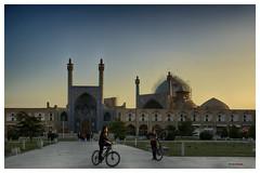 Bicicletas y mezquitas (bit ramone) Tags: iran mezquitas bicicletas gente bicycles mosques sunset atardecer viajes travel bitramone pentax pentaxk3ii اصفهان isfahán naghshijahan
