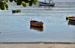sentirei sdds (Ruby Augusto) Tags: barcos boats bay baía frame sand areia praia beach branches amendoeira almondtree reflexos reflection