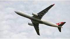 Turkish Airlines TC - LOD (Stefan Wirtz) Tags: tclod zrh lszh turkishairlines airbus airbusa330 airbusa330343 a330 a330343 kloten zürich zürichairport zürichflughafen zurich kantonzürich airportzürich aeroportzurich flughafenzürich flughafen flugzeug passagiermaschine passagierjet jet jetplane plane airplane aeroplane düsenflugzeug düsenjet widebody langstreckenflugzeug grossraumflugzeug runway runway32 start startphase departure abflug abheben cockpit himmel