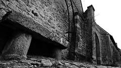Une place pour deux (nous) (Un jour en France) Tags: banc bancpublic canoneos6dmarkii canonef1635mmf28liiusm monochrome gerberoy pavé pavés architecture village blancetnoirfrance blancetnoir