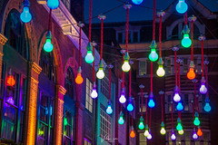 Giant light bulbs at Carnaby Street, London (pixval1) Tags: london londra carnaby street giant light bulbs lampadine giganti canon eos 6d 24105mm night notte colours colori