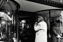 Window Shop (Bury Gardener) Tags: suffolk streetphotography street streetcandids snaps strangers candid candids people peoplewatching folks nikond7200 nikon england eastanglia uk 2019 burystedmunds bw blackandwhite britain monochrome mono abbeygatestreet