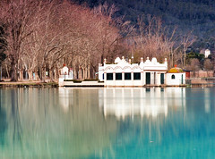 Remembering (jocsdellum) Tags: banyoles aigua water lake lago llac estany estanque bluelagoon reflexes reflejos awakening despertar morning sunrise memories invierno winter hivern casa lakehouse pesquera fishermanhouse