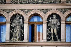 Prager Fassadendetails - 21 (fotomänni) Tags: prag praha prague kunst art reisefotografie statue skulpturen skulptur sculpture manfredweis